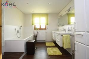 Kundenbad mit zwei Waschtischen