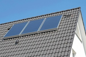 Solaranlage zur Wassererwärmung auf dem Hausdach