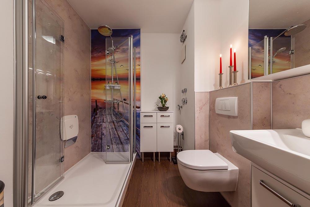 Duschbad mit Foto-Motivwand - Bootssteg